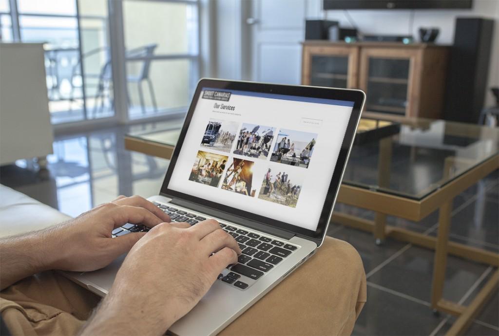 simulacion macbook sofa